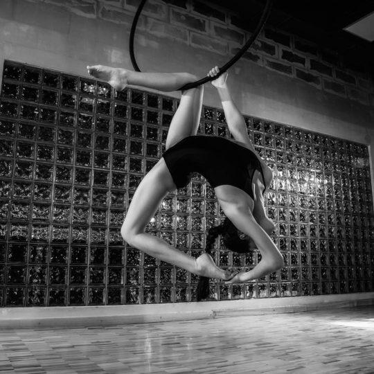 Воздушная гимнастика на кольце. Фотосессия